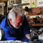 Olivier du Boucheron dans son garage du château de La Baronnière