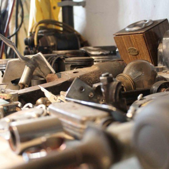 Photos du château de La Baronnière : détail du garage automobile