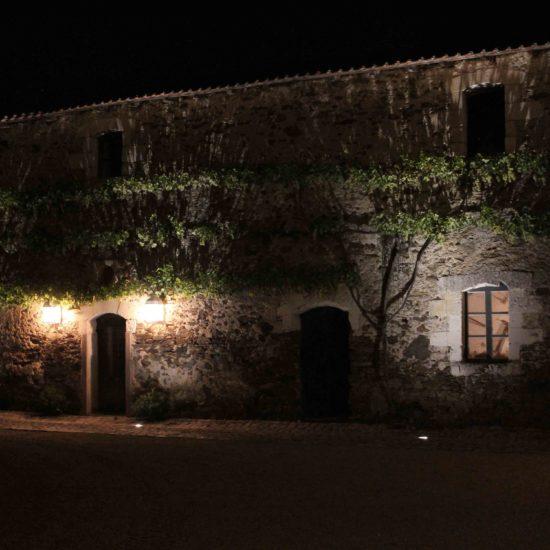 Photos de La Baronnière : la façade nord de la cour carrée, de nuit