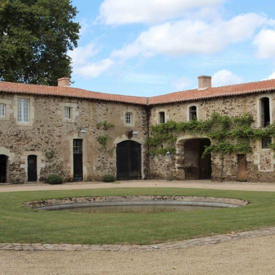 Photos de La Baronnière : la façade nord est des communs
