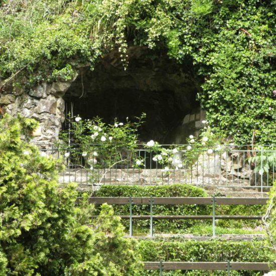 Photos de La Baronnière : la grotte de Courossé sert encore pour des messes