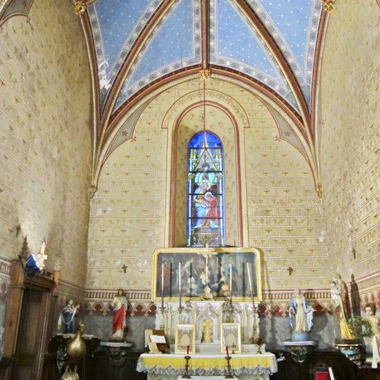 Photos de La Baronnière : l'autel et le retable de la chapelle