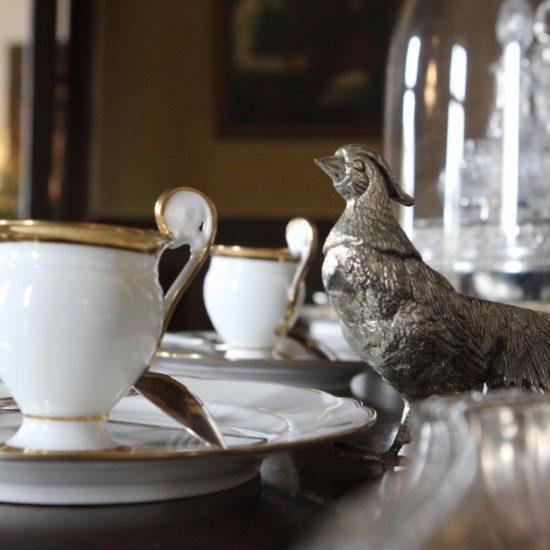 Photos de La Baronnière : un buffet de la salle à manger du château