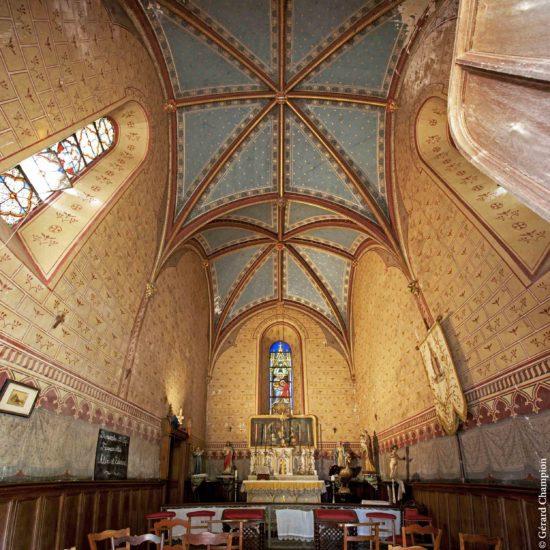 Photos de La Baronnière : le décor néogothique de la chapelle XIXème