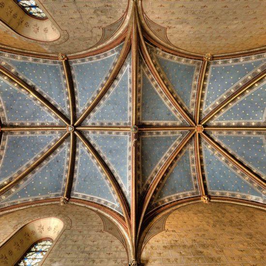 Photos de La Baronnière : le plafond peint de la chapelle néogothique du XIXème