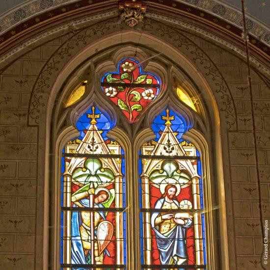 Photos de La Baronnière : les vitraux réalisé par le maître verrier Thévenet (1846)