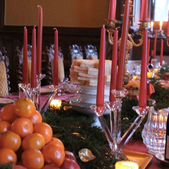 Photo de La Baronnière : table dressée dans la salle à manger du château