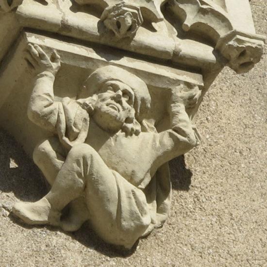 Photos de La Baronnière : l'un des culs-de-lampe sur la façade du château
