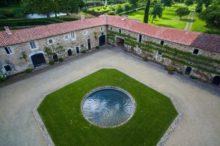 Découvrez les photos de la cour carrée du château de La Baronnière, dans le Maine-et-Loire.