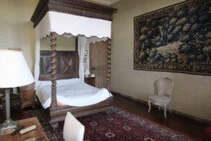 Les séjours : le domaine du château de La Baronnière et ses 15 chambres du château de La Baronnière, comme la chambre à baldaquin, peut être privatisé.