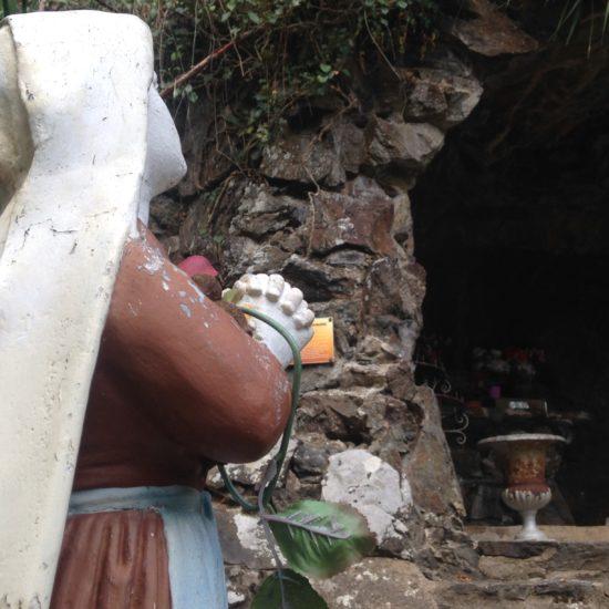 La statue de Sainte Bernadette à Courossé