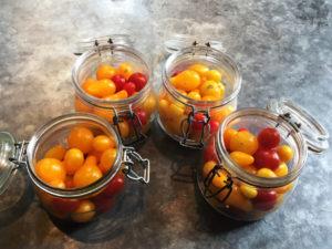 La Baronnière - Déposez les tomates dans un bocal