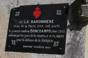 Guerre de Vendée : la plaque mémorielle restaurée sur la chapelle de La Baronnière