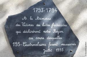 À l'église de Champtoceaux (Maine-et-Loire), recueillement du Souvenir vendéen, le 30 septembre 2017, devant la plaque en mémoire des victimes de la Révolution.