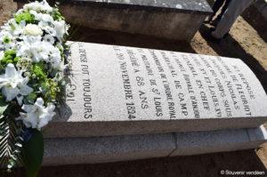 Recueillement du Souvenir vendéen, le 30 septembre 2017, devant la tombe de Jacques Nicolas Fleuriot de La Freulière, dernier généralissime de la grande armée catholique et royale, à Oudon.