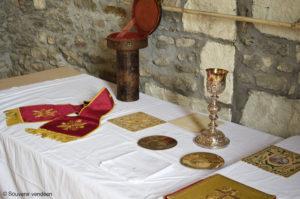 Les reliques de l'abbé Guillet de la Brosse en la chapelle Sainte Apolline à Drain (Maine-et-Loire) lors de la Journée d'automne du Souvenir vendéen le 30 septembre 2017.
