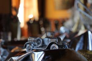 Les voitures miniatures ont été peintes à la bombe chrome pour le réveillon 2017/2018 à La Baronnière.