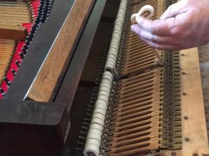 Les marteaux du piano Erard de La Baronnière après restauration.