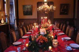 Locations : la salle à manger du château de La Baronnière accueille vos repas et réceptions