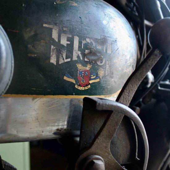 Photos du château de La Baronnière : une Terrot dans le garage