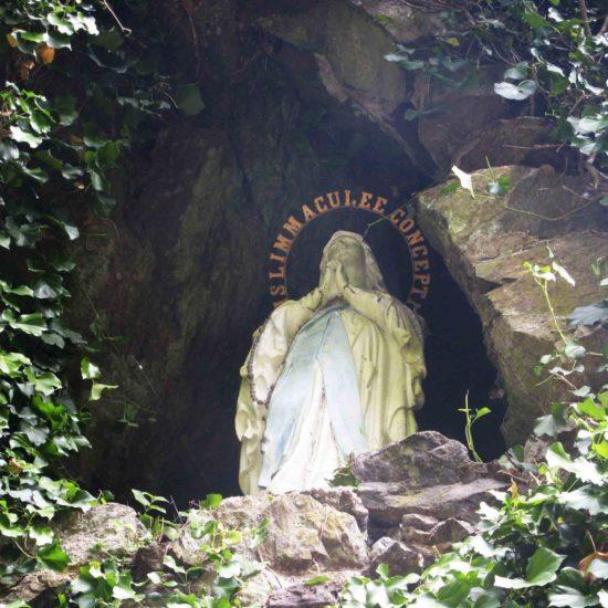 Photos de La Baronnière : la Vierge dans la grotte de Courossé à La Chapelle-Saint-Florent