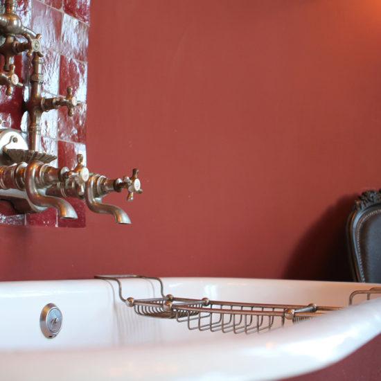 Photos de La Baronnière : la baignoire de la chambre des parents dans le château
