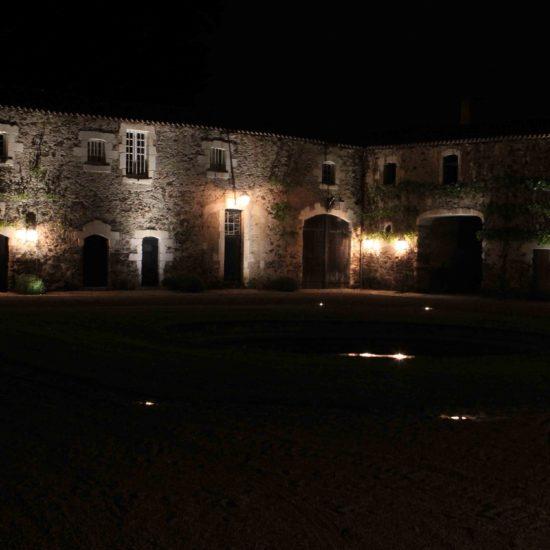 Photos de La Baronnière : la façade ouest de la cour carrée, de nuit