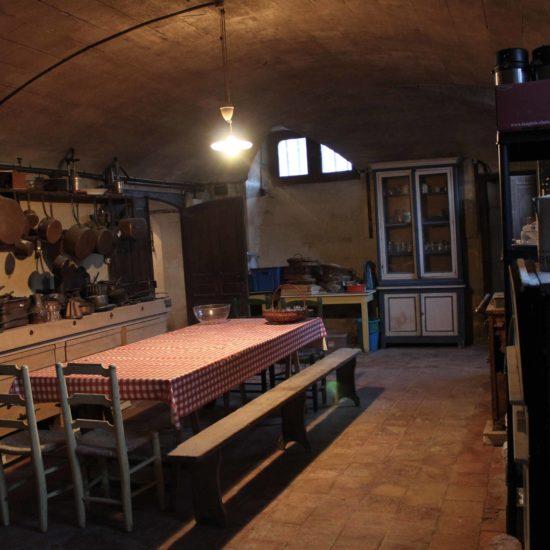 Photos de La Baronnière : la grande cuisine du château au sous-sol de La Baronnière