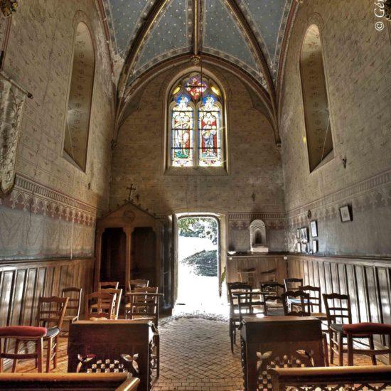 Photos de La Baronnière : la nef néogothique de la chapelle