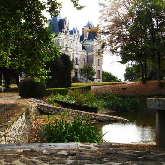 Photos de La Baronnière : le château vu de l'étang