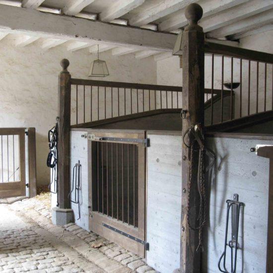 Photos du château de La Baronnière : l'écurie et les boxes