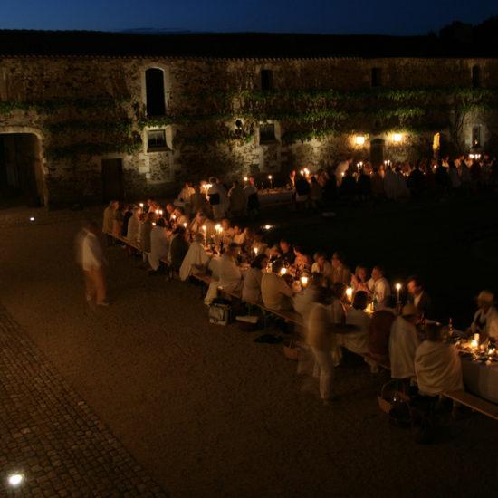 Photos du château de La Baronnière : une réception dans la cour carrée