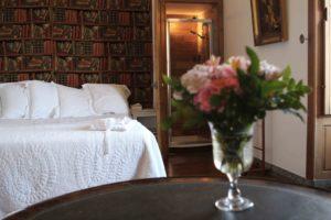 Les séjours : le domaine du château de La Baronnière et ses 15 chambres du château de La Baronnière, comme la chambre de Monseigneur, peut être privatisé.