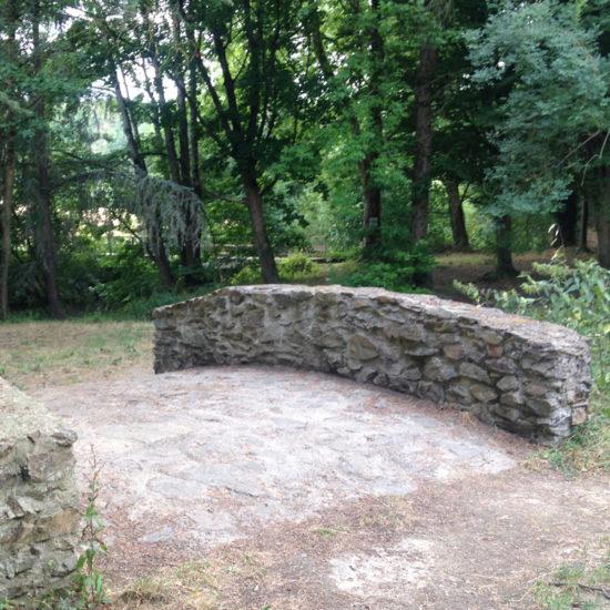 Le pont de l'ancien village de Courossé