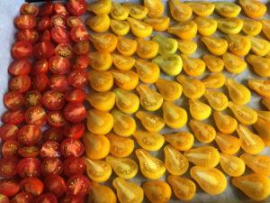 La Baronnière - Tomates séchées : répartissez-les sur la plaque