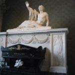 Tombeau de Bonchamps dans l'abbatiale de Saint-Florent-Le-Vieil : ouvrage réalisé en 1825 par le sculpteur David d'Angers.