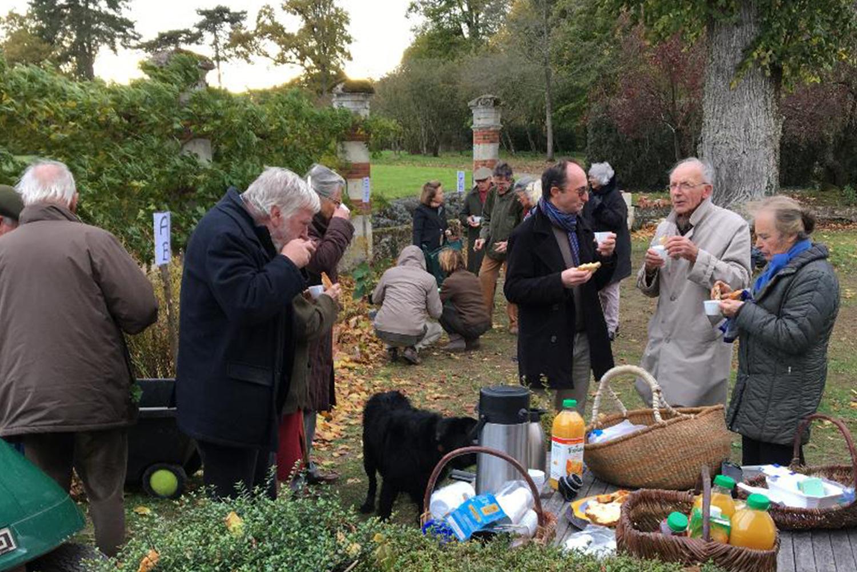 Une cinquantaine d'adhérents de l'Aspeja à la bourse des plantes d'automne