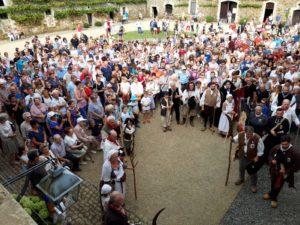 La foule de visiteurs assistant au départ de Bonchamps à La Baronnière